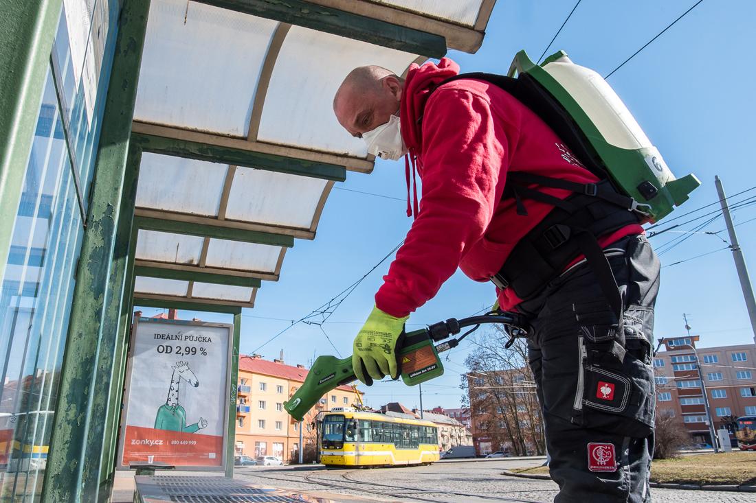 Dezinfekce na Slovanech (foto: M. Říský)